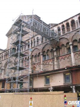 RENOVATION IN FERRARA WITH MULTIDIRECTIONAL SCAFFOLDING 1