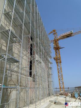 BUSHING-TYPE SCAFFOLDING ON THE HOLIDAY INN ALGERI WORKSITE