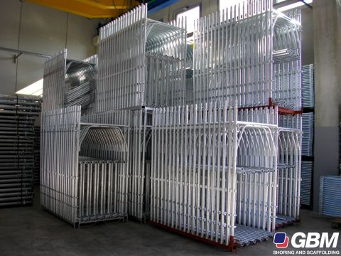 PALLETS OF PREMADE FRAME METALLLIC SCAFFOLDING 1