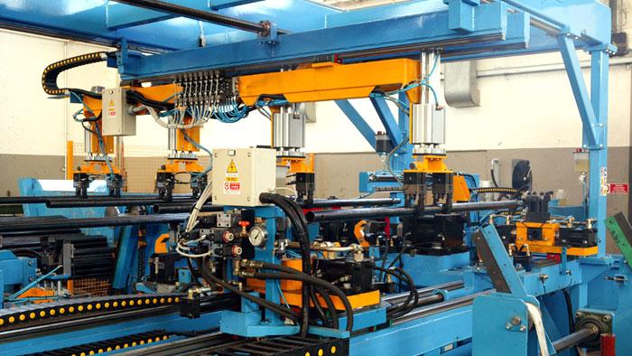 GBM - Robot per la produzione di ponteggi e puntelli