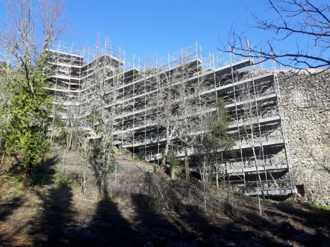 WORKSITE IN PETRIOLO, USED TEL DAL 5 SCAFFOLDING 1